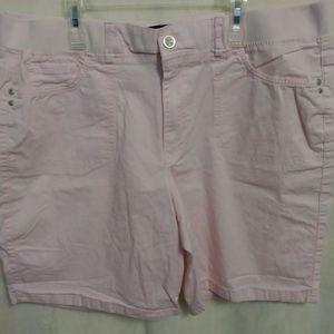 GLORIA VANDERBUILT Size 18 Pastel pink shorts